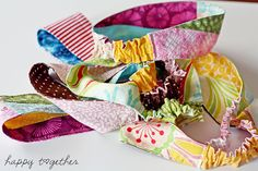 Double sided headband tutorial. Love the pieced ones using scraps. Also like that it uses just a bit of elastic at the nape of the neck.