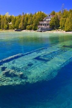 Lake Huron (French: Lac Huron) is one of the five Great Lakes of North America. Hydrologically, it comprises the easterly portion of Lake… Lago Michigan, Michigan Travel, Michigan Usa, Minnesota, Alpena Michigan, Munising Michigan, Michigan Water, Places To Travel, Vacation Places