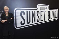 Americká herečka a producentka Glenn Close jubiluje, má 70 rokov - Kultúra - TERAZ.sk Glenn Close, Signs, Film, Movie, Film Stock, Shop Signs, Cinema, Films, Sign