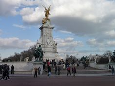 Strolling around Buckingham Palace in the evenings is the best moment. Much less crowded.#London