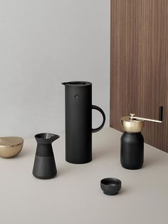 Stelton's Collar Coffee Grinder is a must-have for coffee and design lovers. Designed by Daniel Debiasi and Federico Sandri, it features a beautiful combination of matte black and brass, creating a modern and minimal look.