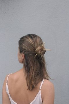 trends half up Textured hair fork silver pin rustic copper hair stick bun holder modern minimalist hair accessories for her large hair fork brass Easy Hairstyles For Long Hair, Hairstyles With Bangs, Pretty Hairstyles, Straight Hairstyles, Hairstyle Ideas, Bouffant Hairstyles, Medium Hairstyles, Feathered Hairstyles, Picture Day Hairstyles
