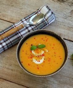Søtpotetsuppe med kokosmelk (x) Thai Red Curry, Recipies, Dinner, Ethnic Recipes, Soups, Drink, Recipes, Rezepte, Suppers