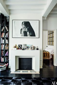 The utterly lovely 19th century Paris townhouse of Italian Vogue editor Franca Sozzani, who sadly passed away in December shortly after these photos were taken. What an extraordinary eye she had. Mo
