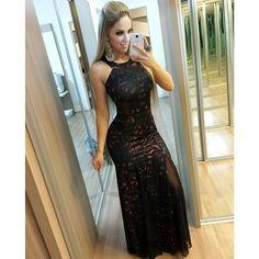 A M A N D O O O O 😍😍😍 Meninas sigam @loungefashion101 e confiram looks maravilhosos! Esse vestido é de lá e o com um preço ótimooo ♡♡♡ Beijo a todos e boa noite! #semfiltro #loungefashion #lookdodia #love #model #blonde #amo #boanoite #beijinhos