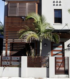 juddshandyman provides High quality glass Perth pool fencing with affordable price. Built to Western Australia pool fencing standards. WA GlassPool Fence supply in Perth.