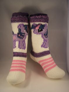 My litlle pony socks Knitting Projects, Knitting Patterns, Patterned Socks, Knitting Socks, Yarn Crafts, My Little Pony, Fashion, Stockings, Knit Socks