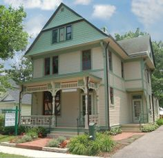 Gorgeous 1890's Victorian Home turned museum in Mason. I want to take the kids here. It looks amazing and a great way to learn about life in Cincinnati in another era.