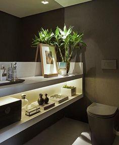 Lavabo l Bancada com nicho para encher de adornos, espelho bronze e parede no mesmo tom da louça sanitária,