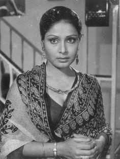 Rakhee in Kasme Vaade, 1978 Iconic Movie Posters, Iconic Movies, Bollywood Photos, Bollywood Stars, Indian Star, Vintage Bollywood, Indian Movies, Photo Archive, Rare Photos