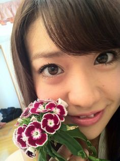 大島優子オフィシャルブログ :  どう感じてるの?お花さん http://ameblo.jp/oshima-y/entry-11316576855.html