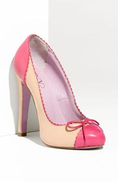 1e6eef550413a3 Slightly obsessed with spectators right now....Valentino Spectator Pink Pumps  Schuh Stiefel