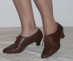 Cool 1960s man-tailored heeled point toe lace up por ukcharmvintage