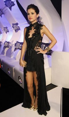 #TopshopPromQueen I love the black lace pattern on Selena Gomez's dress