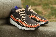 """Nike Air Footscape Woven Chukka Knit """"Night Stadium"""": Updated with a new """"Knit"""" edition for Nike Sportswear presents a Night Stadium colorway of Running Sneakers, Sneakers Nike, Chukka Sneakers, Creative Shoes, Kicks Shoes, Sneaker Games, Sneaker Magazine, Only Shoes, Nike Sportswear"""