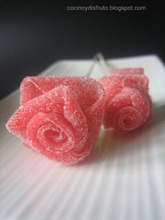 cocino y disfruto: ROSAS DE REGALIZ Sour Belts, Home Made Candy, Bar A Bonbon, Candy Bar Party, Cute Birthday Gift, Candy Cakes, Sweet 16 Parties, Party Kit, Candy Gifts