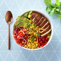 Salade composée et Chaource AOP frit - Cosmopolitan. Plats Healthy, Bowls, Health Eating Plan, Sushi Bowl, Cooking Recipes, Healthy Recipes, Health Breakfast, Cook At Home, How To Cook Quinoa