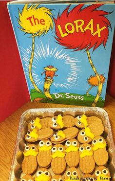 Here are 5 easy Dr. These are great for Dr. Seuss Birthday Parties, Read Across America Week, Dr. Seuss Week, and any educational event in the elementary school! (How To Make Butter In The Classroom) Dr Seuss Birthday Party, Birthday Party Snacks, 1st Birthday Parties, Birthday Crafts, Birthday Ideas, Birthday Recipes, Party Party, Birthday Wishes, Party Time