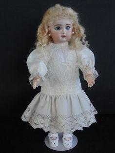http://www.georgettebravot.com/contents/fr/p2116_reproduction_poupee_bleuette.html