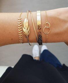 38 Beautiful Bracelet Ideas For women – Jewelry Cute Jewelry, Pearl Jewelry, Boho Jewelry, Wedding Jewelry, Jewelry Accessories, Fashion Jewelry, Women Jewelry, Jewellery, Bijoux Design