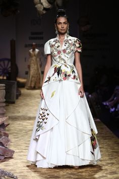 From Manish Malhotra to Rohit Bal, from strapless to long trains, here are the top 11 trends in designer Indian gowns for Indian Designer Suits, Designer Gowns, Designer Wear, Fancy Kurti, Casual Dresses, Fashion Dresses, Choli Designs, India Fashion Week, Indian Gowns