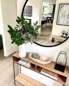 Home Living Room, Apartment Living, Living Room Decor, Flur Design, Hallway Designs, Hallway Ideas, Entryway Decor, Small Entry Decor, Entryway Furniture