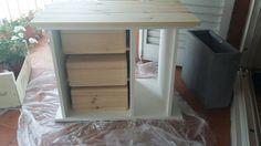 antiguo mueble de equipo de música reciclado a mueble entrada, pintado con chalk blanco y encimera nueva de pino