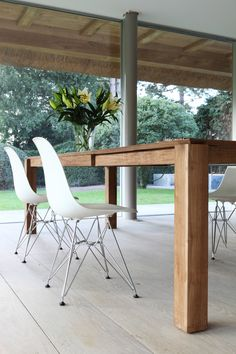 "Maximize space with an expandable dining table like Ethnicraft's Teak Slice Table. The secret is the smooth glide butterfly mechanism hidden within the table. Simply pull one end to extend to reveal the self-contained leaf which ""flips out"" into place. Expandable Dining Table, Teak Dining Table, Dining Table Design, Dining Room, Scandinavian Style, Modular Furniture, Wooden Furniture, Tiny House Living, House Design"