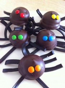 Incy Wincy Spider Chocolate Treats - Perfect for Halloween Baking With Toddlers, Cooking With Kids, Halloween Crafts For Kids, Halloween Treats, Toddler Meals, Kids Meals, How To Cook Broccoli, Cooking Broccoli, Cooking Beets