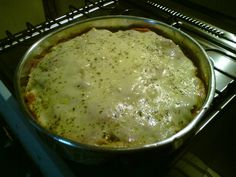 Ingredientes:2 xícaras de macarrão curto (caracol ou parafuso)1 caixinha de creme de leite (200 g)50 g de queijo parmesão ralado1 pitada de noz moscadaSal a gostoMODO DE PREPARO:Em um refratário mi...