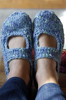 Knitting Patterns Free, Free Pattern, Line Art, Breast Cancer Awareness, Yarn Crafts, Mary Janes, Slippers, Knit Crochet, Sneakers