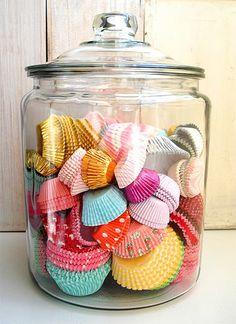 Belle idées cadeau pour les gens qui aiment faire des muffins/cup cakes. Ajoutez-y un livre de recette où du glaçage/poche à pâtisserie !