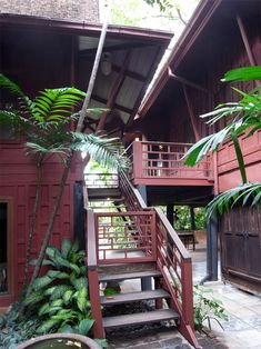 We've gathered our favorite ideas for Jim Thompson Thai House And Museum, Explore our list of popular small living room ideas and tips including Jim Thompson Thai House And Museum. Asian House, Thai House, Wood Houses, Jim Thompson House, Timber Architecture, Futuristic Architecture, Thai Decor, Zen Style, Thai Style