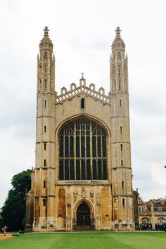 Cambridge Chapel next to Gibbs Building, Cambridge University Cambridge England, King's College, Cambridge University, Amazing Buildings, Europe, Adventure Awaits, Travel Inspiration, Painting Inspiration, Cathedral