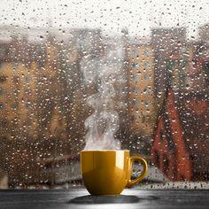 Rainy Days with Hot Tea or Coffee Rain And Coffee, Coffee And Books, I Love Coffee, Coffee Shop, Hot Coffee, Rainy Day Photography, Rain Photography, Coffee Photography, Cozy Rainy Day