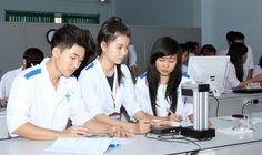 Tuyển sinh trung cấp y dược 2015: Các trường trung cấp Y khoa nhộn nhịp mùa tuyển si...
