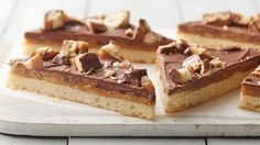 Remind me to make these for @ingloriousBOH Twix Cookie Bars Recipe #NoteToSelf  https://t.co/Rzb22KURgY