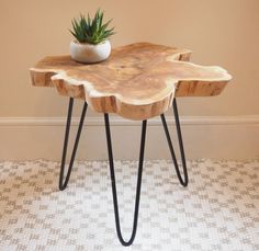 Table Basse Tronc D'arbre Deux Tailles Are you interested in our rustic coffee table hairpin legs metal? With our tree trunk coffee table you need look no further. Wood Slice Coffee Table, Tree Trunk Coffee Table, Log Table, Wooden Table Top, Tree Table, Rustic Coffee Tables, Natural Wood Coffee Table, Coffee Table Plants, Hairpin Leg Coffee Table