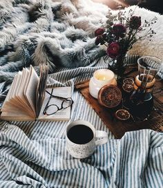 #hygge #hyggestyle #lifestyle #cozy #relax #stressrelief #coffeinbed #teainbed