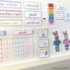 Free DIY Children's Calendar printables available in English, Spanish and French! This calendar is a great learning tool to use with children daily and a fun way to learn about the weather, days of the week and plan out your day! Toddler Calendar, Kids Calendar, Free Printable Calendar, Calendar Board, Calendar Time, Calendar Pages, Kindergarten Calendar, Classroom Calendar, Preschool Christmas Games