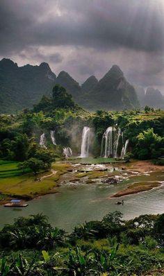 Detian Falls in Guangxi, China