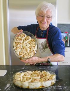My mom, Helen McKinney's Canadian Prairie Homemade Cinnamon Buns are famous in our family, our neighbourhood and home town: step by step images. Cinnamon Bun Recipe, Homemade Cinnamon Rolls, Cinnamon Roll Recipes, Cinnamon Roll Cakes, Homemade Buns, Cinnamon Muffins, Cinnamon Cookies, Baking Recipes, Dessert Recipes
