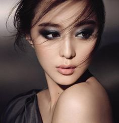 Make Up - Asian women are blessed, some of the most beautiful and seductive a . Make Up - Asian women are blessed to have some of the most beautiful and seductive eyes in . Asian Makeup Tips, Asian Makeup Looks, Black Eye Makeup, Eye Makeup Tips, Smokey Eye Makeup, Skin Makeup, Makeup List, Makeup Eyebrows, Makeup Geek