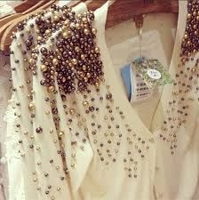Skip the jewelry with this pearl embellished cardigan Embroidery Fashion, Beaded Embroidery, Hand Embroidery, Embroidery Designs, Fashion Details, Diy Fashion, Woman Fashion, New Mode, Beads Clothes
