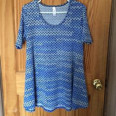 LULAROE PERFECT T NWOT Only tried on. It's a Small Perfect T. Love this print but need an XS. LuLaRoe Tops