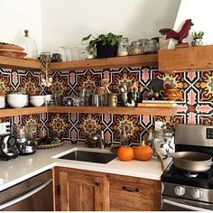 Bohemian style kitchen decors are getting popularity with the passage of every day. These boho style kitchen are adorable in look, have juicy and colorful texture in them. The renovating rules are also simple that leads these designs on top. Home Decor Hacks, Diy Home Decor, Decor Ideas, Decorating Ideas, Ideas Decoración, Sweet Home, Diy Casa, Home Kitchens, Dream Kitchens