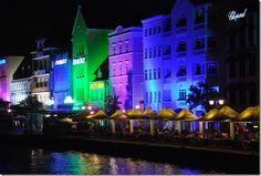 Handelskade Willemstad bei Nacht