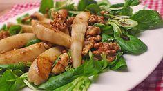 Feldsalat mit gebratenen Birnen und Walnüssen Am besen die Walnüsse getrennt karamellisieren