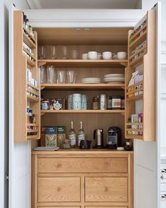 Breakfast pantry goals in this Spenlow kitchen in Chelmsford, Essex. Have a great weekend all!