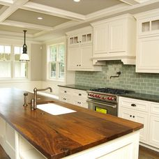 White kitchen with wood countertops, kitchen design, kitchen ideas, kitchen inspiration! Not the wood countertops but I love the rest of it Wooden Countertops, Kitchen Countertops, Kitchen Cabinets, White Cabinets, Walnut Countertop, Countertop Paint, Colored Cabinets, Cream Cabinets, Dark Countertops